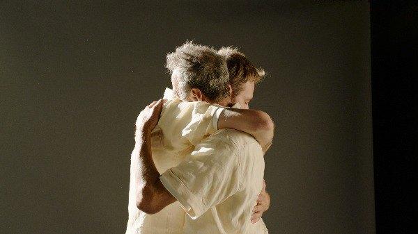 Певец впервые увиделся с отцом шестнадцать лет спустя