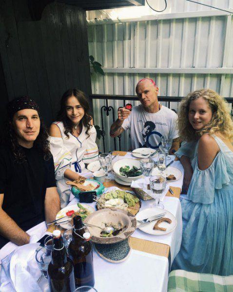Фли, который в первый день в Украине осваивал бандуру, продолжал тусить с женой Чигринского моделью Надеждой Шаповал
