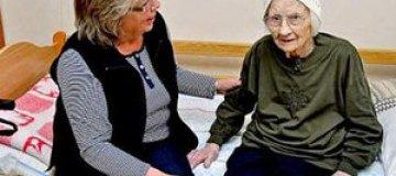 105-летней шведке предложили подготовиться к поступлению в школу
