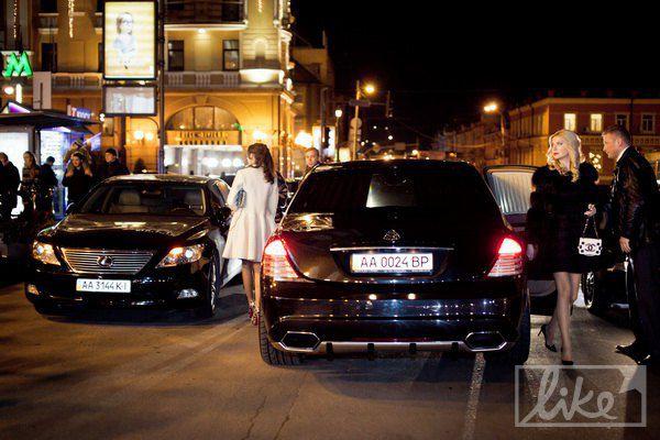 Номер данного автомобиля зарегистрирован на депутата четвертого созыва ВРУ Александра Грановского (СДПУ)