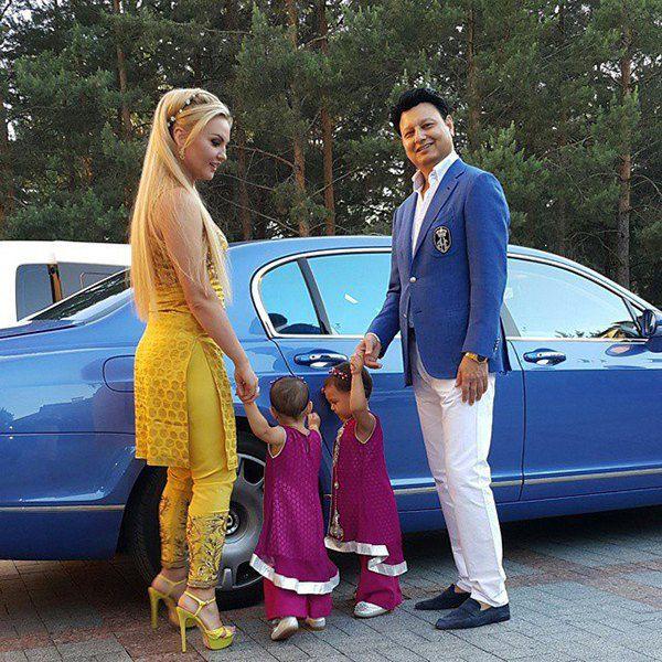 Камалия и Мохаммад Захур с дочками