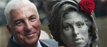 Покойной Эми Уайнхаус установили памятник в Лондоне