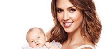 Джессика Альба показала новорожденную дочь