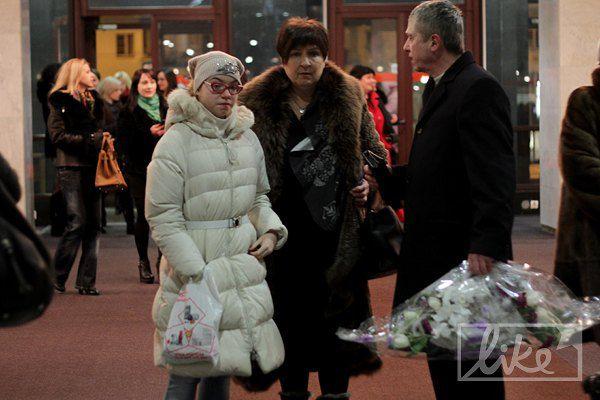 Концерт посетила дочь Лолиты Ева с бабушкой и мужем бабушки