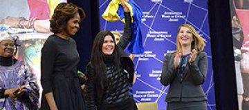 Мишель Обама наградила Руслану за отвагу на Майдане