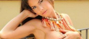 Ноэлиа Риос показала эффектное тело