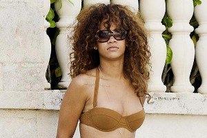 Рианна на Барбадосе показала новый купальник