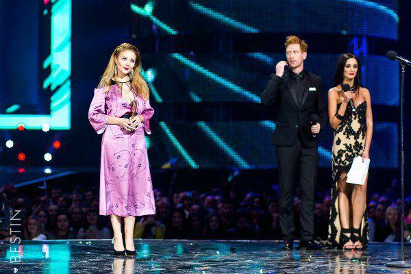 Тина Кароль со своей новой наградой