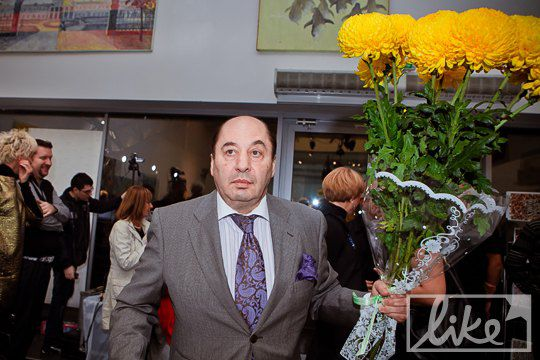 Гости несли Диане цветы