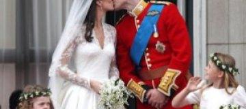 Кусочек свадебного торта Уильяма и Кейт выставлен на торги
