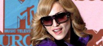 Мадонна вставила золотые зубы
