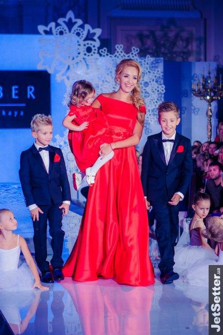Экс-супруга Александра Пономарева Виктория с сыном певца и двумя детьми от второго барка