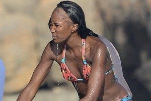 Наоми Кэмпбелл шокировала лысой головой