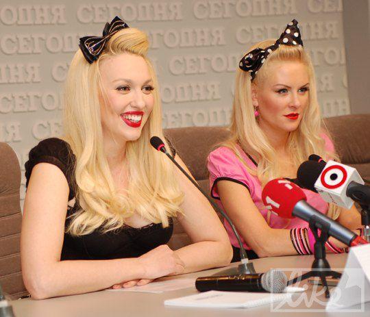 Полякова всю пресс-конференцию шутит