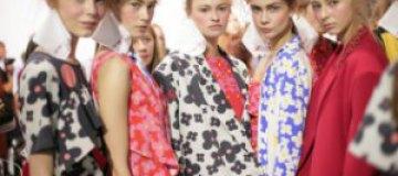 Гипюровый китч, японский минимализм и яркие шелка рекомендуют дизайнеры на будущую весну