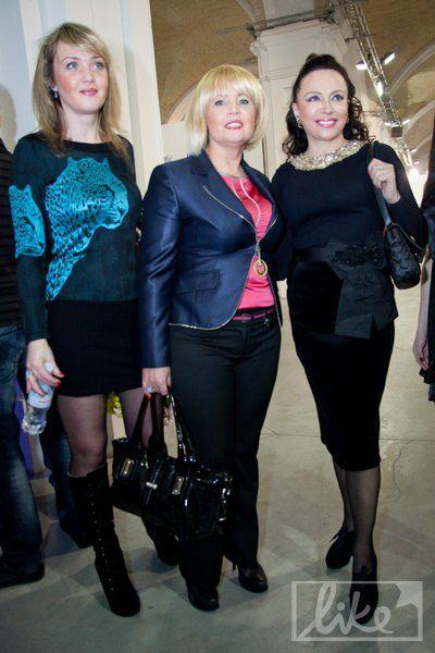Мама Камалии Инна Шмаренкова (по центру) с подругами