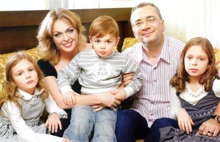 Константин Меладзе в кругу семьи