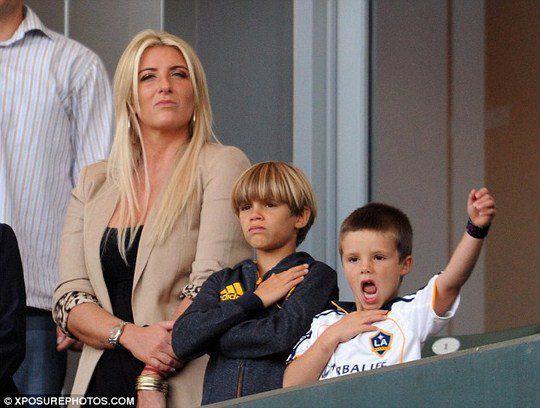 Сыновья Бекхэма с его сестрой