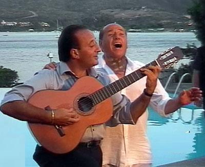 Мариано Апичелло и поющий Сильвио Берлускони