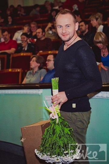 К нему присоединился победитель второго сезона шоу - Павел Табаков