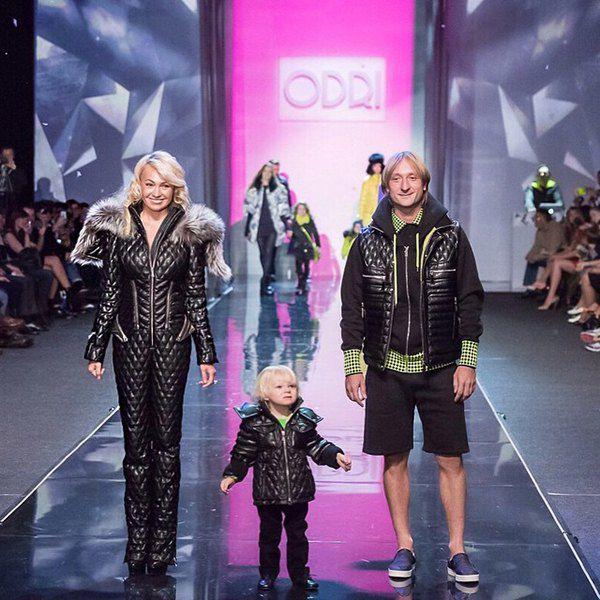 Яна Рудковская и Евгений Плющенко с сыном на показе бренда ODRI