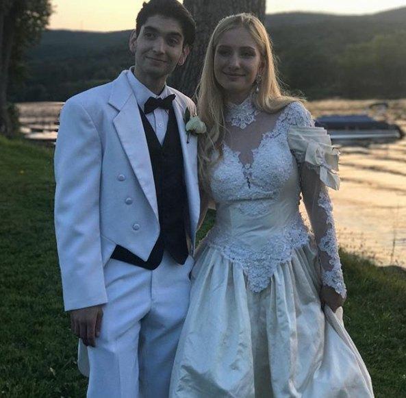 18-летняя Полина с мужем-продюсером
