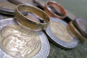 Шотландец случайно оплатил проезд в автобусе обручальным кольцом