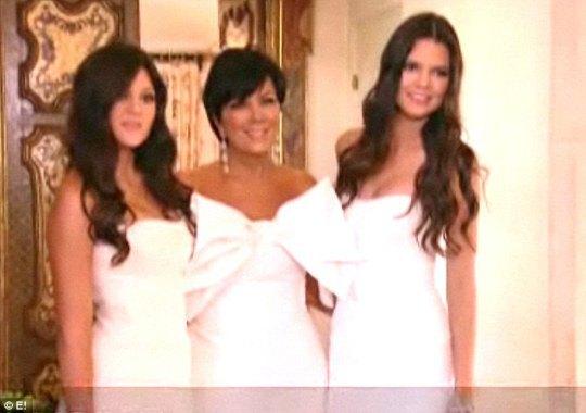 Мама Ким - Крис Дженнер - с двумя дочерьми и сводными сестрами Кардашян 15-летней Кайли и 14-летней Кендалл