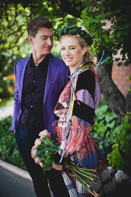 Ольга была без фаты, но в оригинальном венке