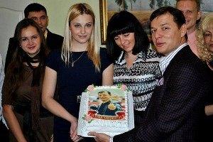 Ляшко подарили булаву и торт с портретом