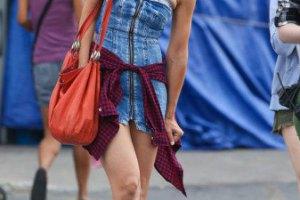 Кэти Холмс появилась на съемках в слишком коротком платье