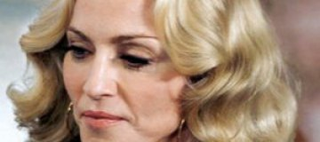 Мадонна встала на костыли