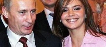 Алина Кабаева показала обручальное кольцо