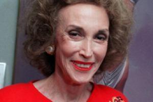 В США скончалась легендарный редактор журнала Cosmopolitan