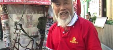 Китаец приехал на Олимпиаду в Лондон на велосипеде