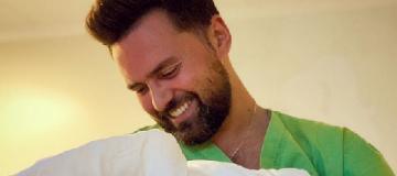 Телеведущий Тимур Мирошниченко показал новорожденную дочку