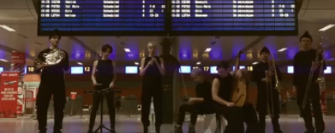 "ONUKA сыграли ""Щедрика"" в аэропорту (Видео)"