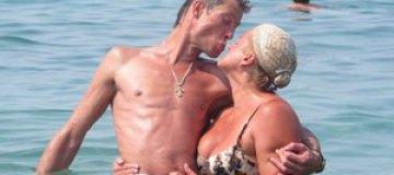 Владимир Моисеенко с женой зажигал в Греции