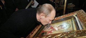 Путин сходил в церковь и приложился к святым мощам