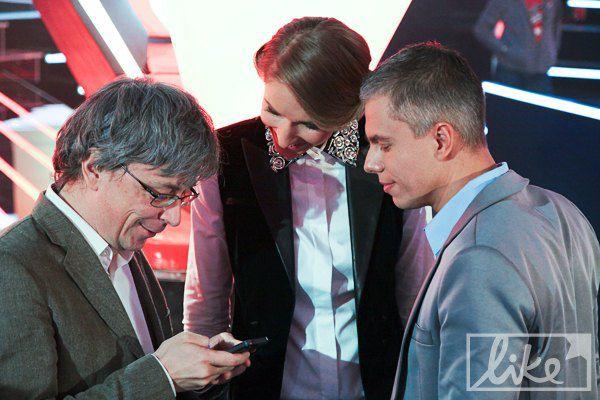 Генеральный директор 1+1 Александр Ткаченко с ведущими канала Катей Осадчей и Андреем Доманским