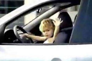 На дороге в Веллингтоне заметили восьмилетнего водителя в пижаме