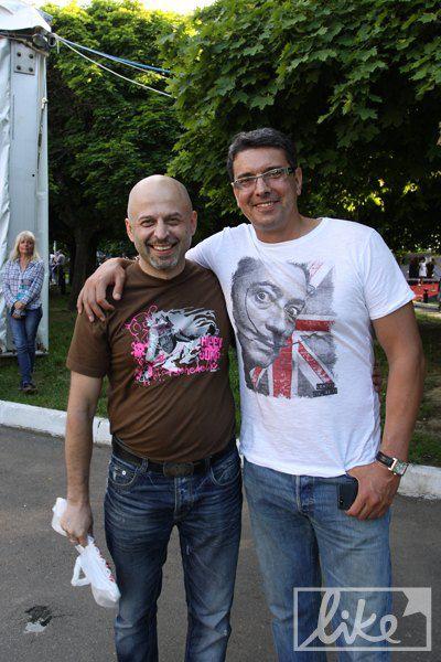 Музыкант Игорь Закус (слева)