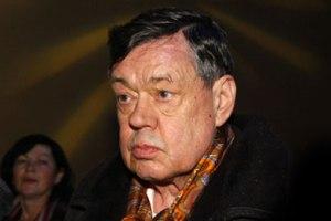 Николай Караченцов встал с инвалидного кресла