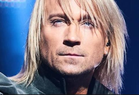 Олег Винник посвятил концерт памяти матери