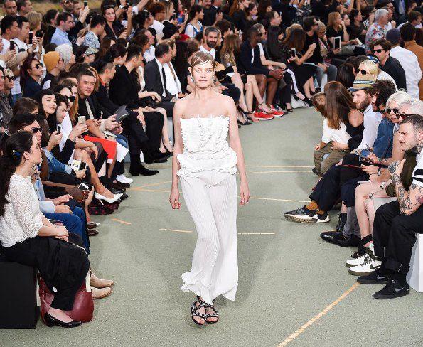 Наталья Водянова на показе Givenchy 25 июня