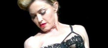 Мадонна в Стамбуле оголила грудь
