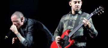 На концерте Linkin Park в ЮАР зрителей придавило рекламным щитом