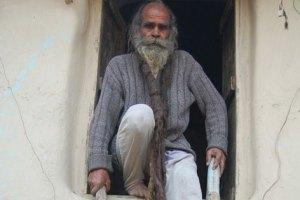 66-летний индиец не моется уже 38 лет