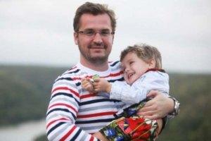 Жена Пономарева позволила ему чаще видеть сына