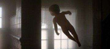 Летающий ребенок Рэйчел Хулин